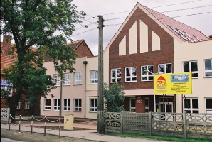 2000 Junior High School No.4
