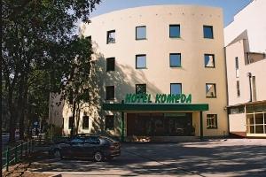 1998 - 1999 Готель KOMEDA в Острув-Великоп._1