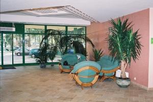 1998 - 1999 Готель KOMEDA в Острув-Великоп.