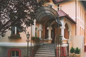 2001 Готель ROYAL в Острув-Великоп._1